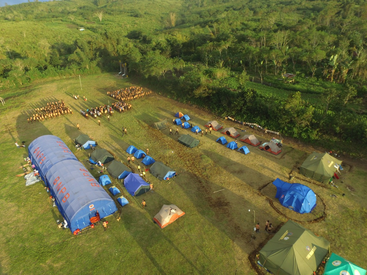 Siswa Siswai SMAK Syuradikara Berkemping di Camping Ground Desa Wologai Tengah
